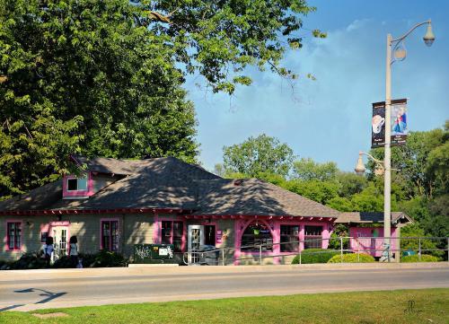 the Boathouse TeaRoom and Ice Cream